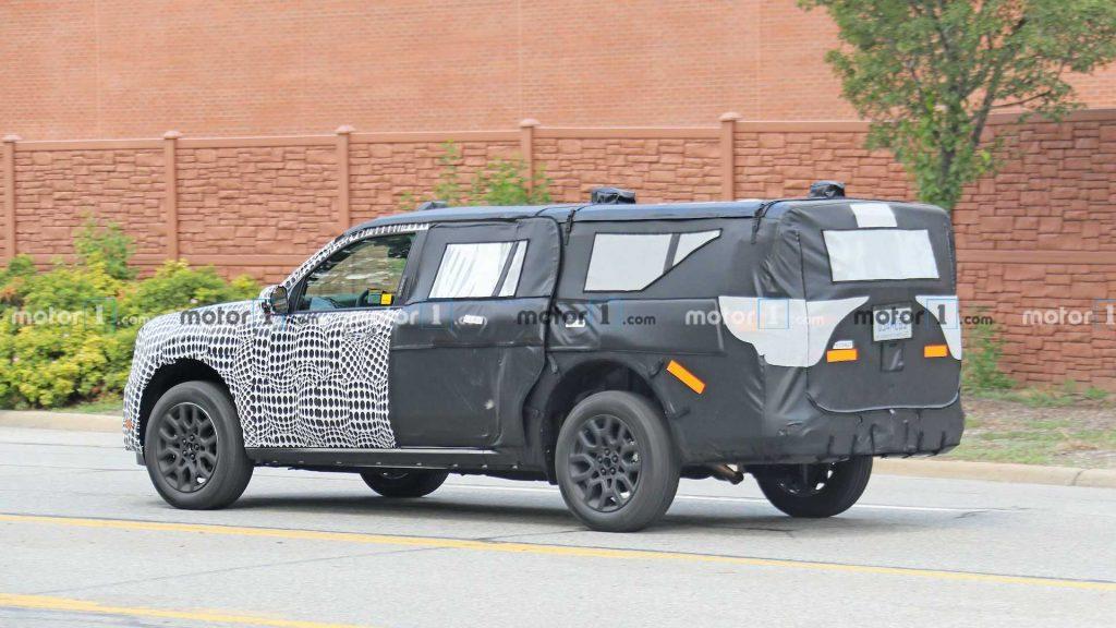 Casus fotoğraflarındaki 2022 Ford Expedition prototipi bir ST olabilir