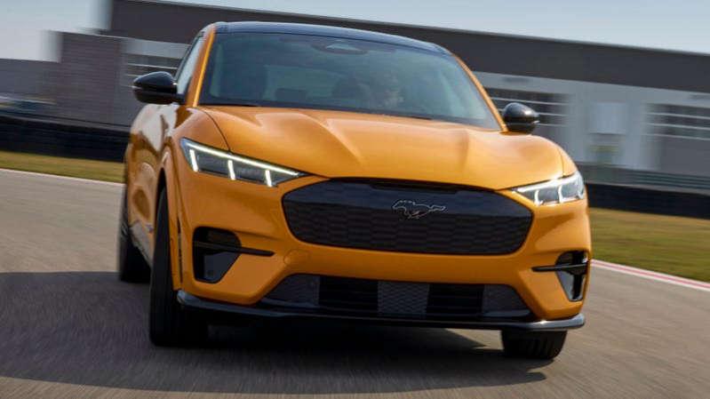 Ford, Arabaları Yeterince Hızlı Yapamadığı İçin Sürpriz Bir Kazanç Sağladı